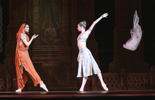 La Bayadère. Svetlana Zakharova as Nikiya, Yekatarina Krysanova as Gamzetti. Photo by Yelena Fetisova.